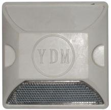 Đinh đường nhựa YDM gắn xuống đường phản quang