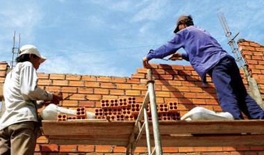 Thực tiễn trang thiết bị bảo hộ của công nhân xây dựng tại các công trường nhỏ