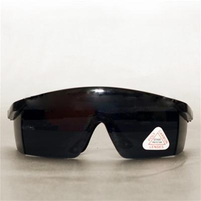 Kính an toàn Việt Nam màu đen