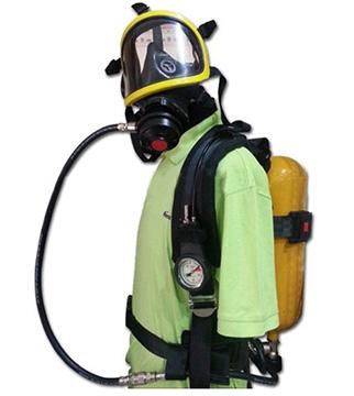 Mặt nạ phòng độc có bình thở oxy