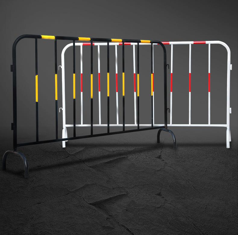 Hàng rào di động thép không gỉ 1mx1m5 màu vàng đen