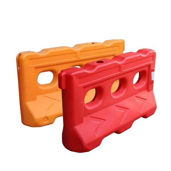 Dải phân cách nhựa chứa nước làm hàng rào chắn đường đua F1